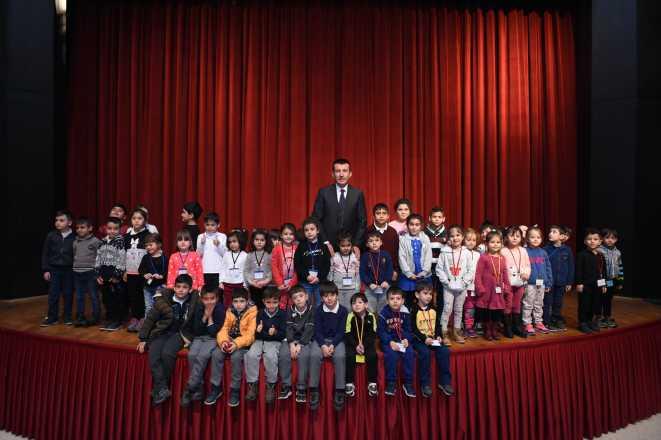 10 Bin Çocuk Tiyatroyla Buluştu