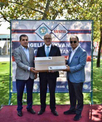 (soldan sağa) Vestel Beyaz Eşya Genel Müdürü Erdal Haspolat, Manisa Büyükşehir Belediye Başkanı Cengiz Ergün, Vestel Şirketler Grubu İcra Kurulu Başkanı Turan Erdoğan.