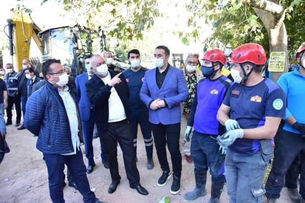 Başkan Ergün Deprem Sonrası İzmir'de Enkaz Kaldırma Çalışmalarını Takip Etti